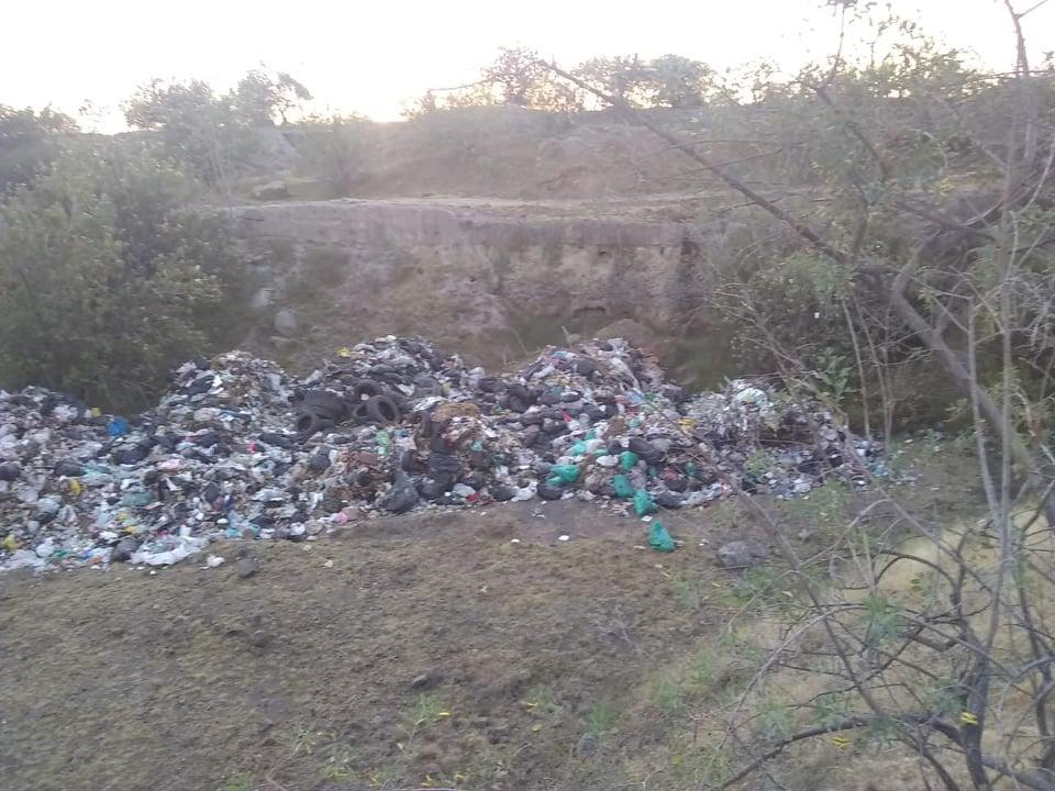 Alcalde de Tepeojuma llena de basura predios de Huaquechula