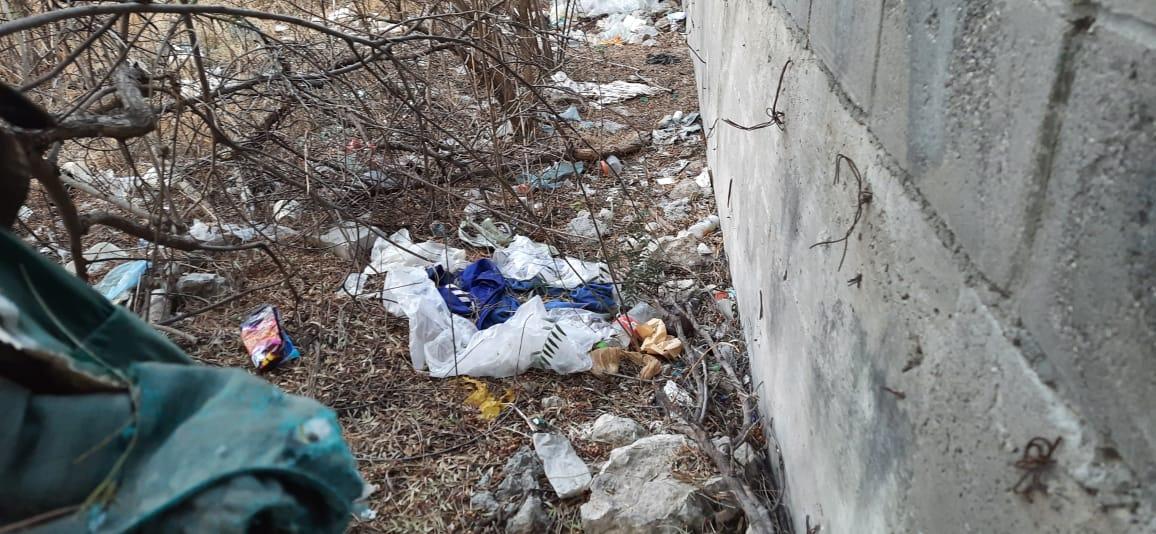 Dejan basura COVID alrededor del Hospital de Tecamachalco
