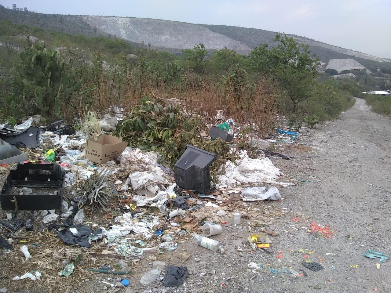 Crecen basureros en reserva del Cerro Techachales en Tecamachalco