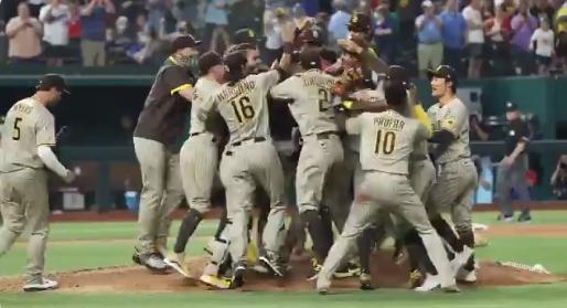 VIDEO Sin hit ni carrera histórico en Padres
