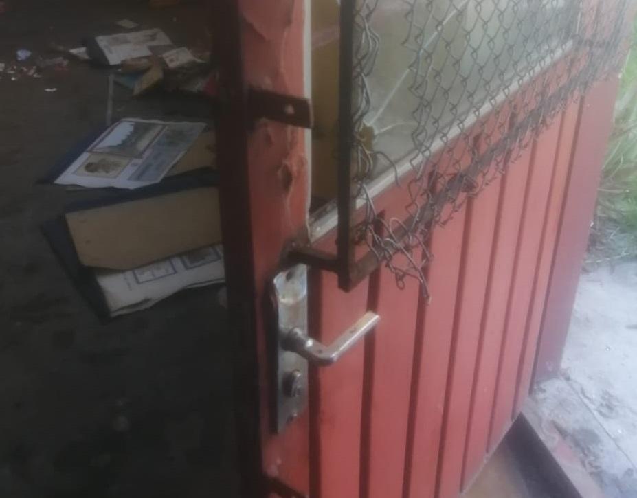 Desvalijan delincuentes biblioteca comunitaria de Texmelucan