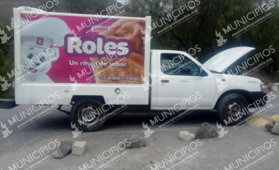 Ladrones abandonan camioneta repartidora en Tecamachalco