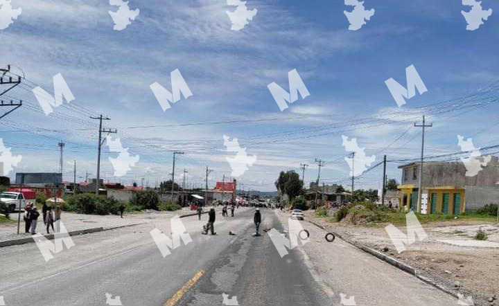 Por falta de agua pobladores de Acajete cierran carretera