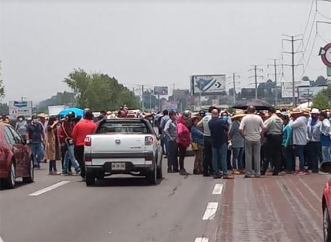 Vecinos de Coronango toman la México-Puebla: piden seguridad
