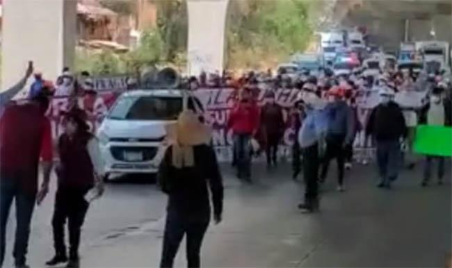 Militantes de Morena cierran la México-Puebla