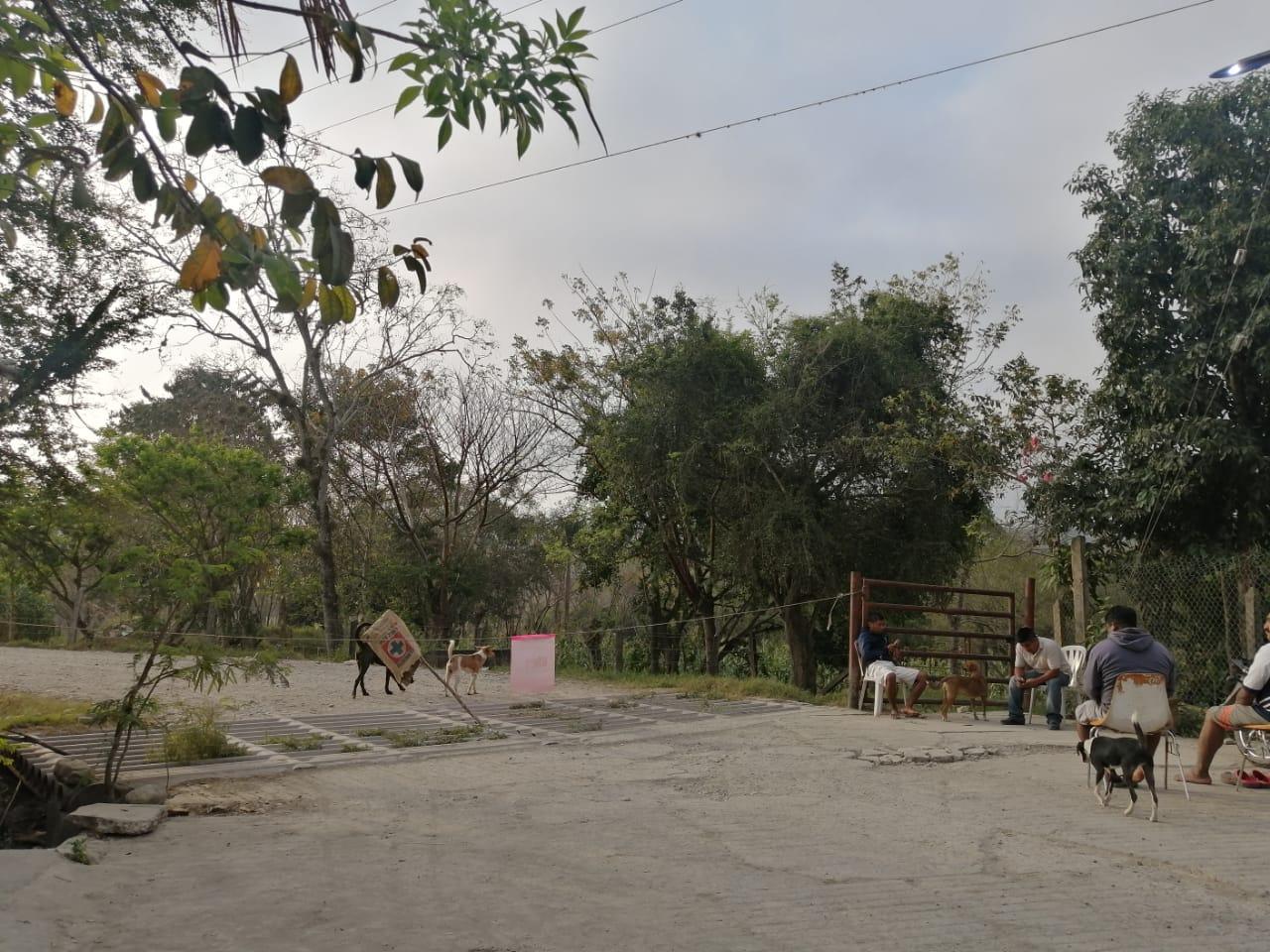 Habitantes bloquean el paso a vehículos de Pemex en Venustiano Carranza