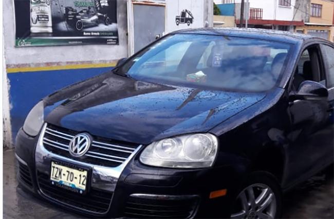 Banda en Tsuru roba a conductor su auto Bora en Amalucan