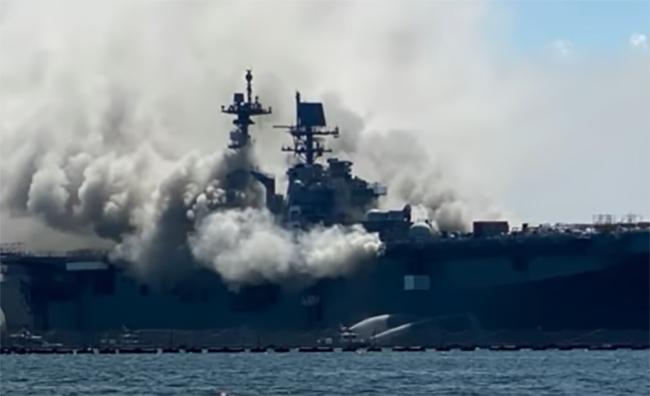 Incendio en buque militar de EU deja 21 heridos