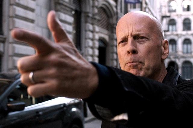 Sacan a Bruce Willis de una farmacia por no usar cubrebocas