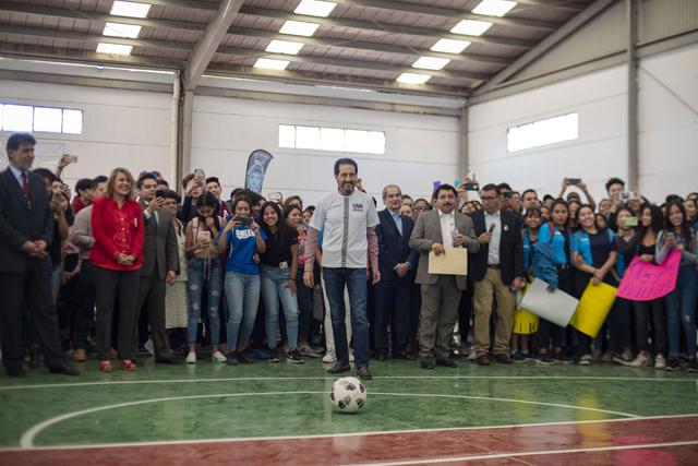 Entrega Esparza canchas al campus Izúcar del Complejo Regional Mixteca