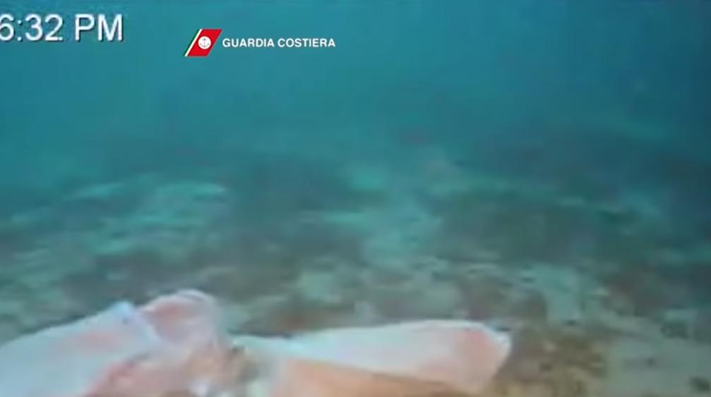 VIDEO Buzo encuentra cuerpo de mujer con bebe en brazos