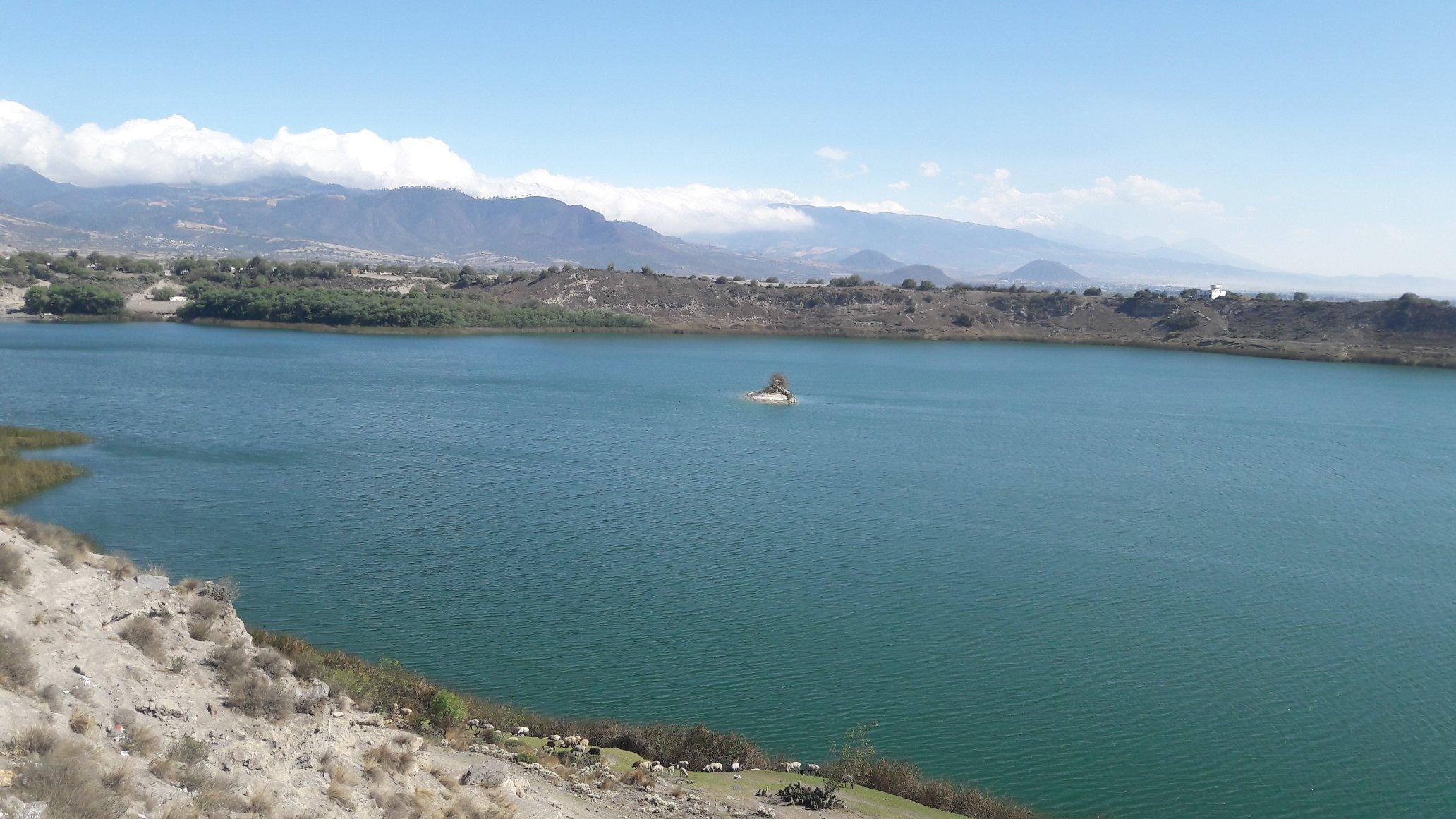 Lagunas dentro de cráteres volcánicos en Puebla