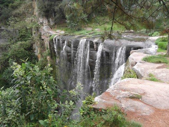 Turista pierde la vida paseando con su familia en cascada de Zacatlán
