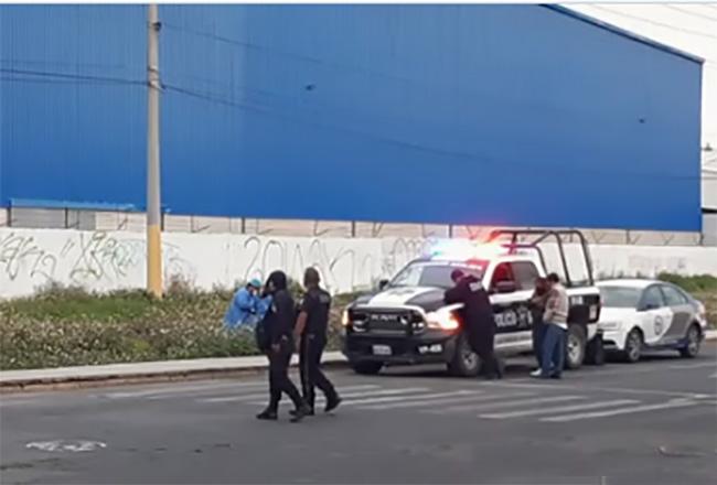 Localizan cadáver sobre la banqueta cerca del mercado Hidalgo, en Puebla capital