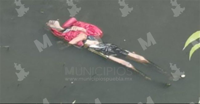 Encuentran flotando cadáver de joven en canal de Valsequillo en Puebla