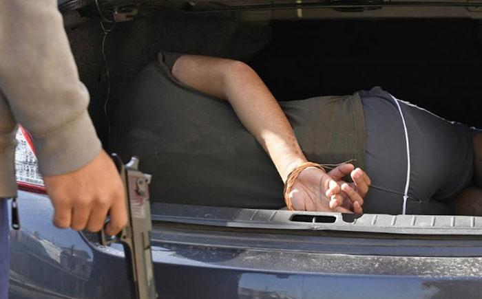 Roban Uber y con chofer en la cajuela hampones asaltan farmacia entre Puebla y Tlaxcala