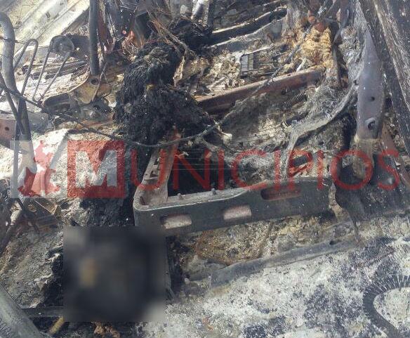 Descubren 2 cuerpos calcinados dentro de camioneta, en Amozoc