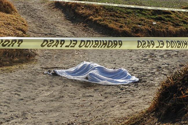 Hallan cadáver con tiro de gracia en predio de Huaquechula