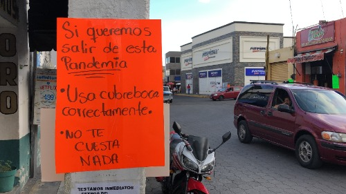 Atlixquenses tapizan calles sobre acciones contra Covid-19
