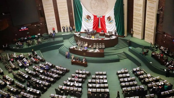 Senadores aprueban reforma que regula outsourcing