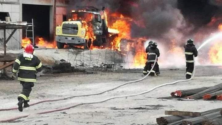 Explota camión en Oriental, cerca de la Célula: hay dos heridos