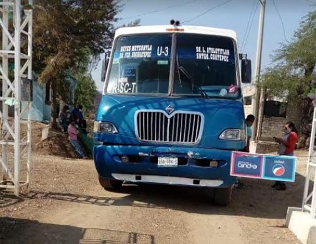 Cierran acceso a Caltepec por entierro de cadáver con Covid-19