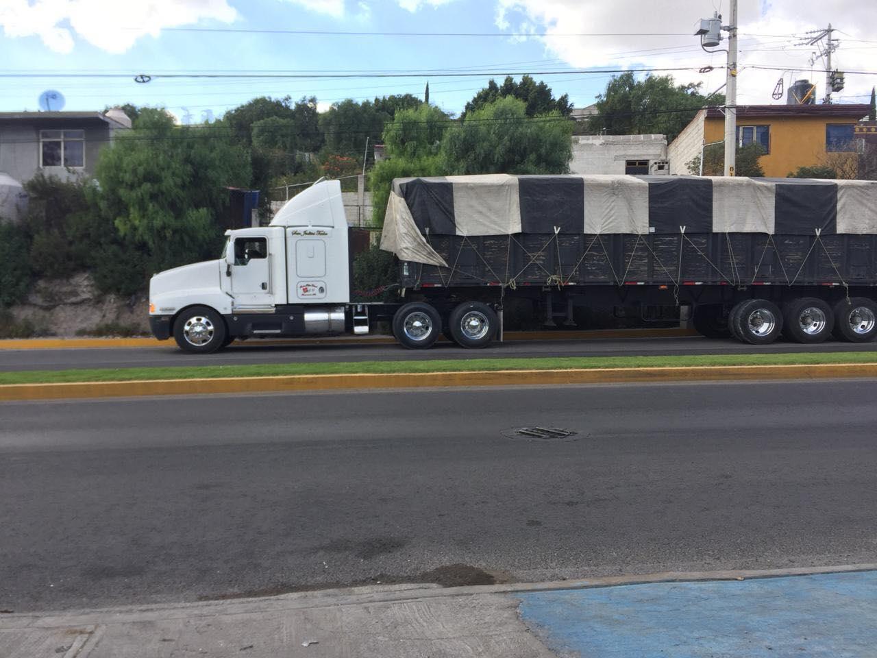 Roban camión cargado con harina en Tecamachalco