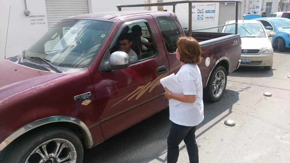 Roban camioneta a alcaldesa de Tecamachalco frente a su casa