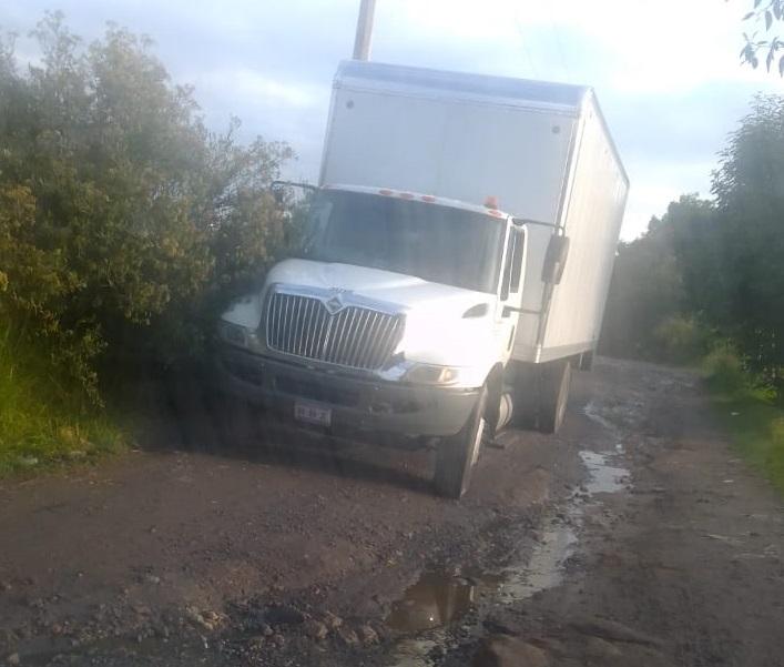 Roban camioneta en la México-Puebla y la abandonan en Texmelucan