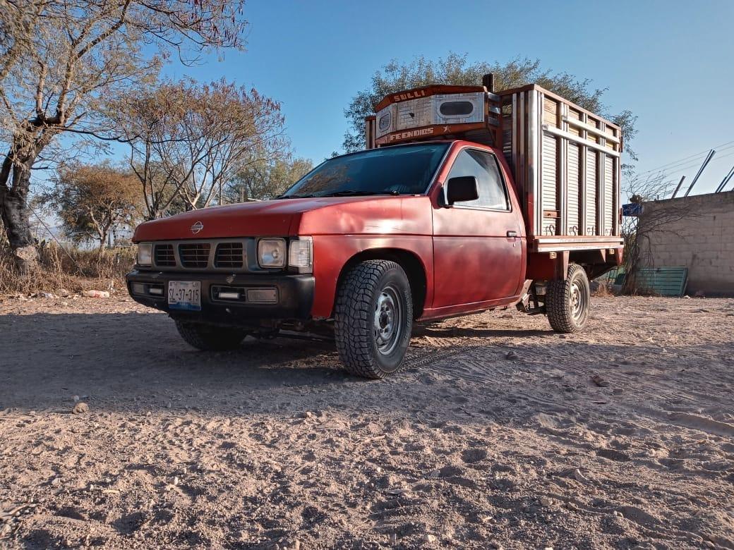 Roban camioneta frente a clínica del IMSS en Tlacotepec