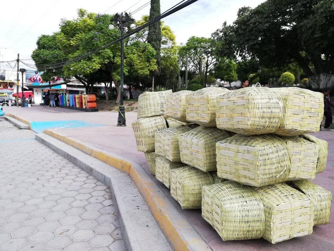 Pese a suspensión de feria artesanos llegan a Tlacotepec de Benito Juárez