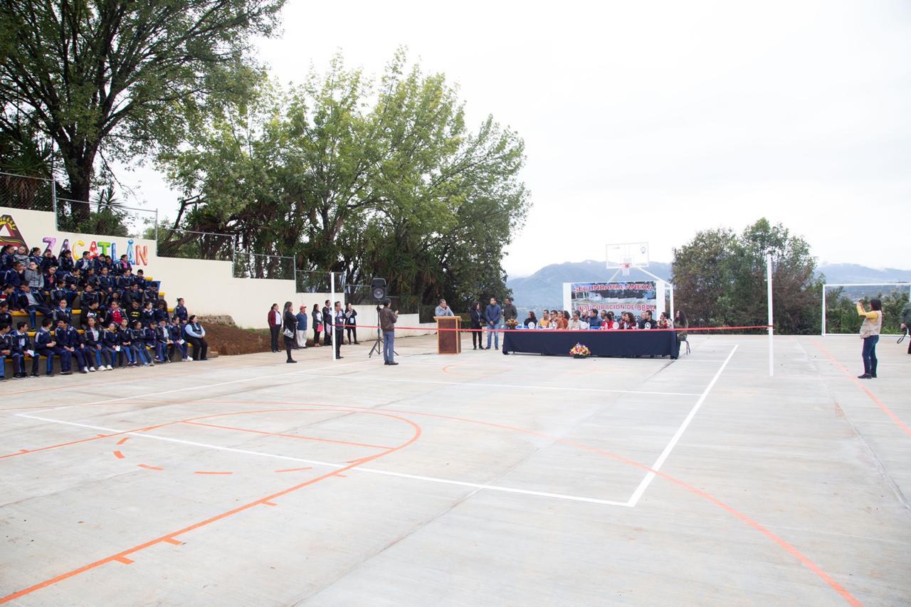 Inaugura Márquez Lecona cancha de usos múltiples en Zacatlán