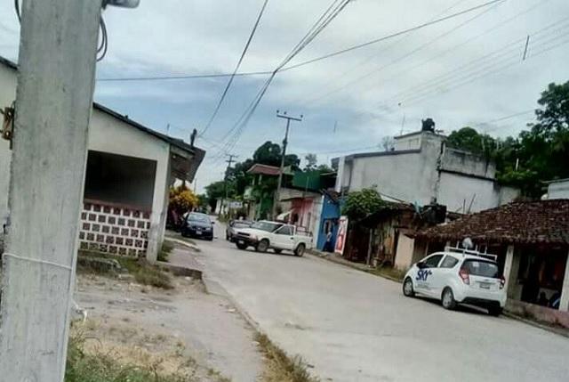 Denuncian a candidato del PSI golpea a periodistas en Acateno
