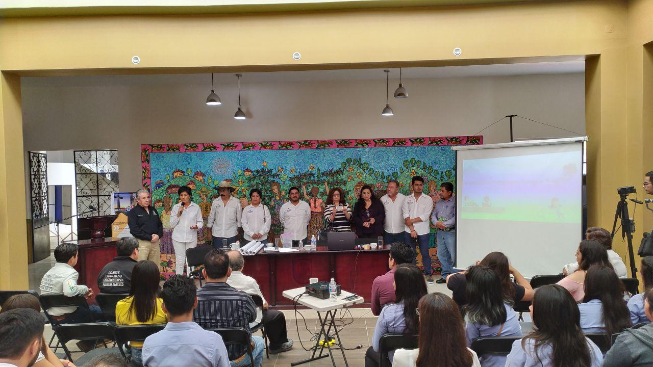 Capacitan en Xicotepec a integrantes del Comité de Pueblos Mágicos