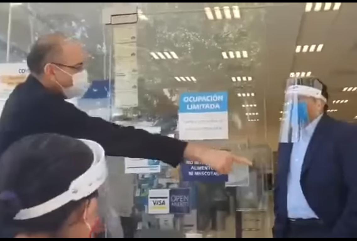 VIDEO Por miedo al termómetro hace berrinche en Telcel