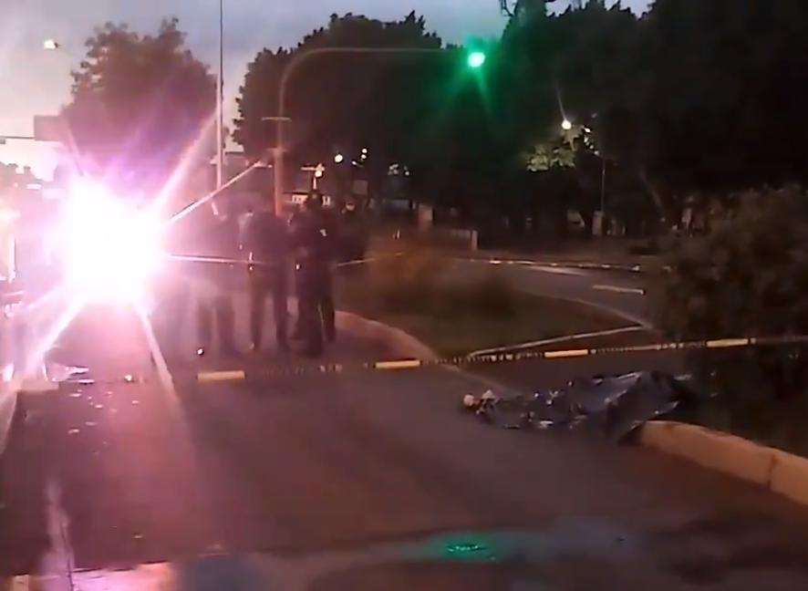 Muere atropellado en el carril de RUTA frente a Paseo Bravo