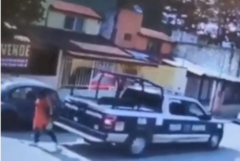 VIDEO Patrulla municipal atropella a mujer en Huauchinango
