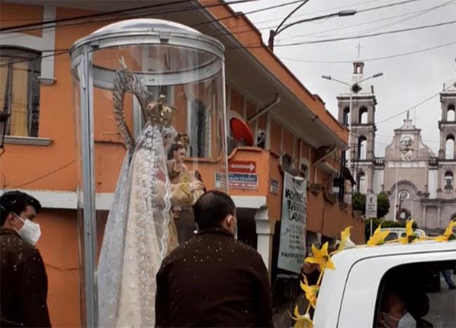 Llevan a la Virgen del Carmen al Hospital de Teziutlán para ayudar a enfermos Covid