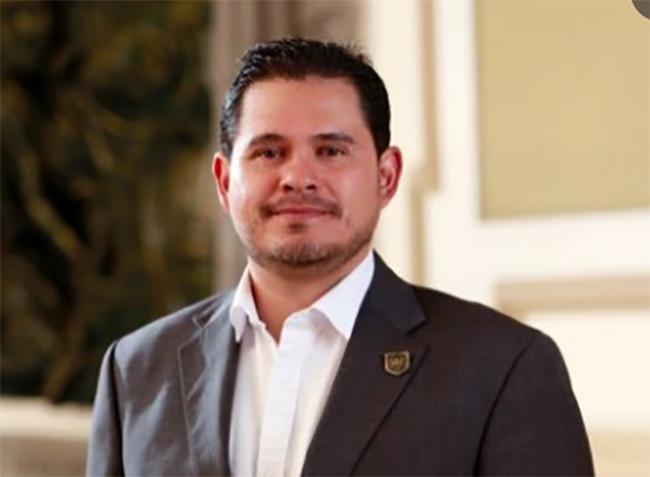 Renuncia contralor del ayuntamiento de Puebla