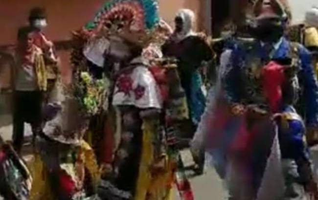 Vecinos de Xalmimilulco también realizan carnaval privado
