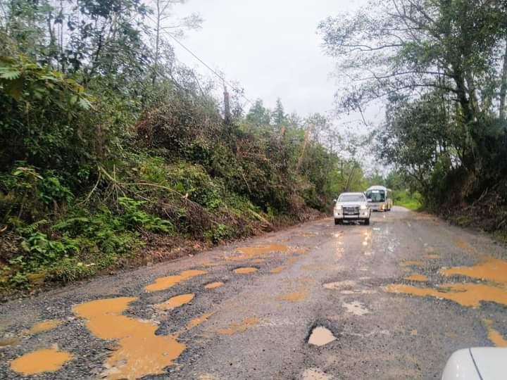 Denuncian que carretera Zacapoaxtla-Equimita está en pésimas condiciones