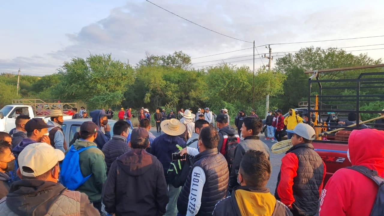 Liberan carretera a Coxcatlán tras 12 horas de bloqueo