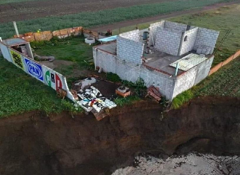 Crece socavón de Zacatepec, alcanza cimientos de la casa