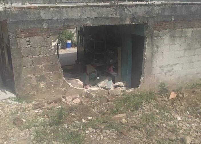 La embiste camioneta en su hogar y muere en Huehuetla