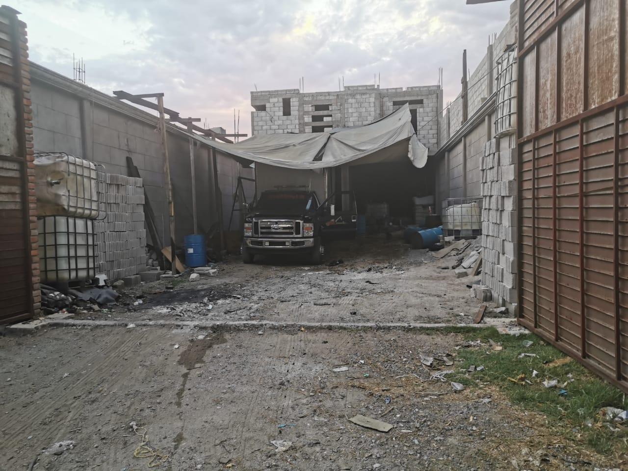 Catean bodega en Texmelucan donde desvalijaban vehículos robados