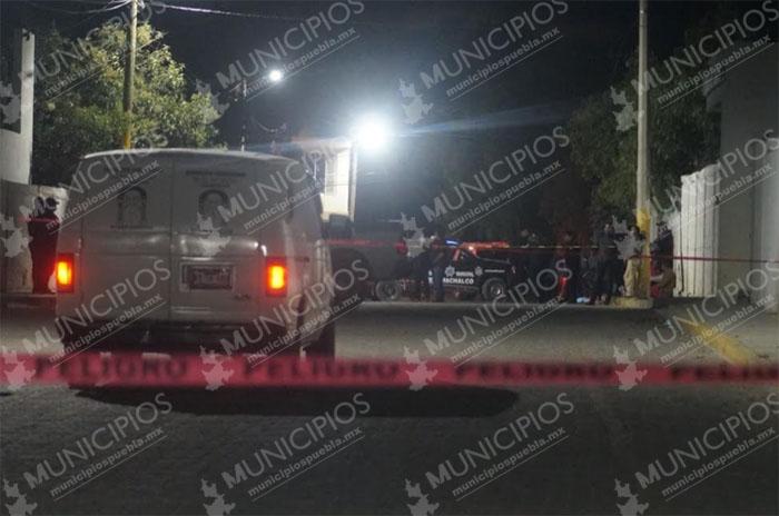 Hallan cadáver de un hombre en el panteón en Tecamachalco