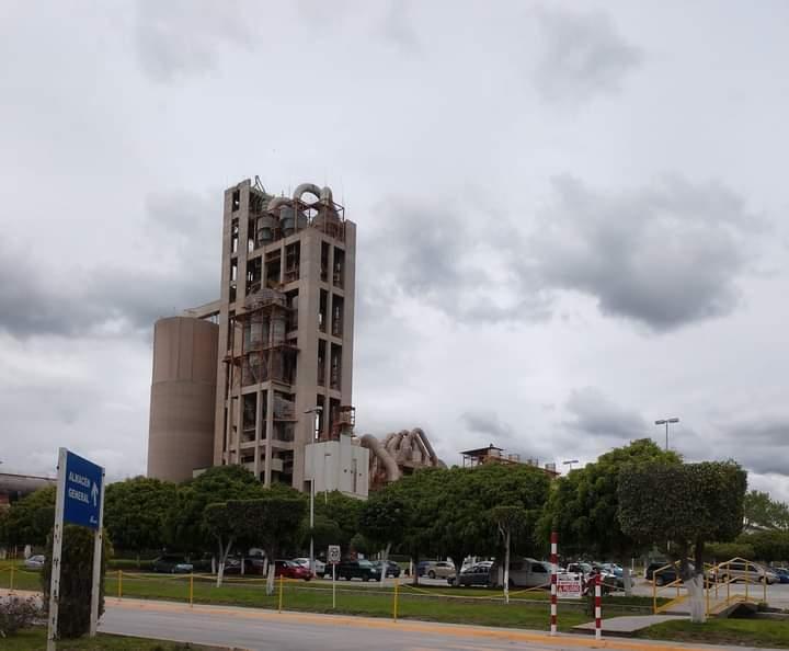 Por adeudos clausuran la planta cementera CEMEX en Cuautinchán