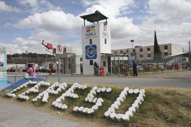 A falta de alcohol reclusos se toman el gel antibacterial y mueren 3 en Puebla