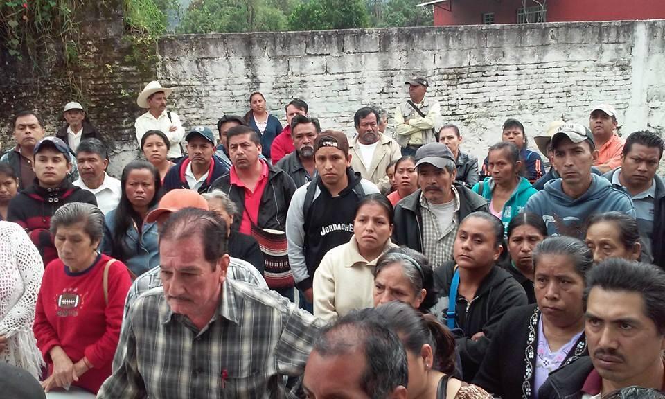 Por cobros excesivos protestan contra CFE en Xicotepec