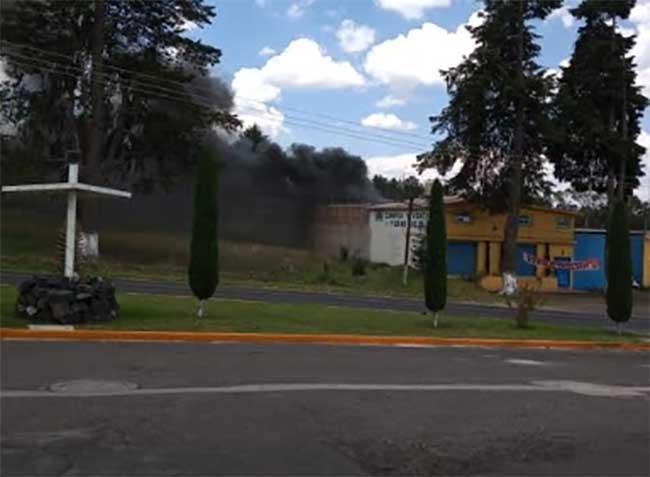 Denuncian contaminación de un negocio de chatarra en Tlahuapan